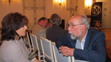 Wolfgang Bähner mit der Jugendbeauftragten des Bezirks Renate Deniffel im Gespräch