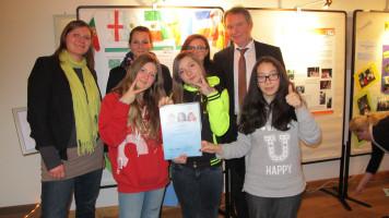 Die Sieger mit Pädagogin Susanne Seidenspinner und Bezirksrat Volkmar Thumser