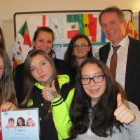 Die Preisträger vom Jugendhaus Linie 3 mit Bezirksrat Volkmar Thumser